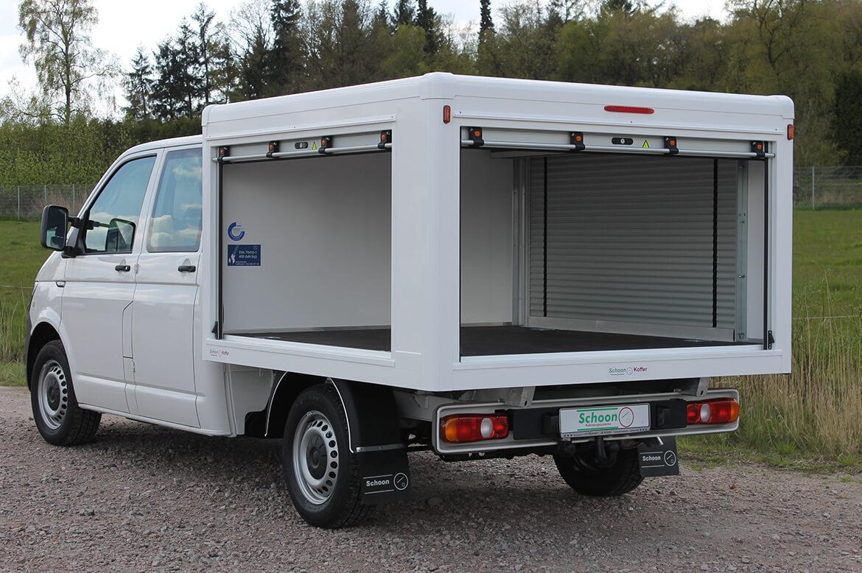 Volkswagen Nutzfahrzeuge Transporter mit Schoon Koffer, Feuerwehrrollos Arbeitsscheinwerfer