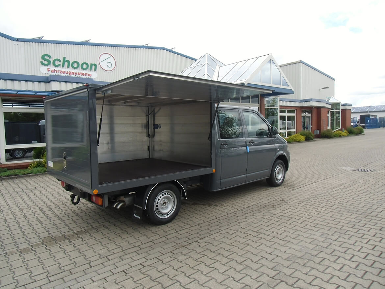Volkswagen Nutzfahrzeuge Transporter mit Schoon Kofferaufbau für einen Hufschmied mit Verkaufsklappen (1)
