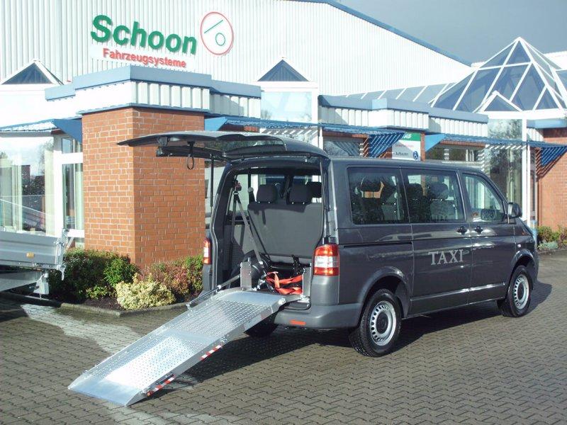 Volkswagen Nutzfahrzeuge Transporter Mit Schoon Rollstuhlrampe Für Taxiunternehmen