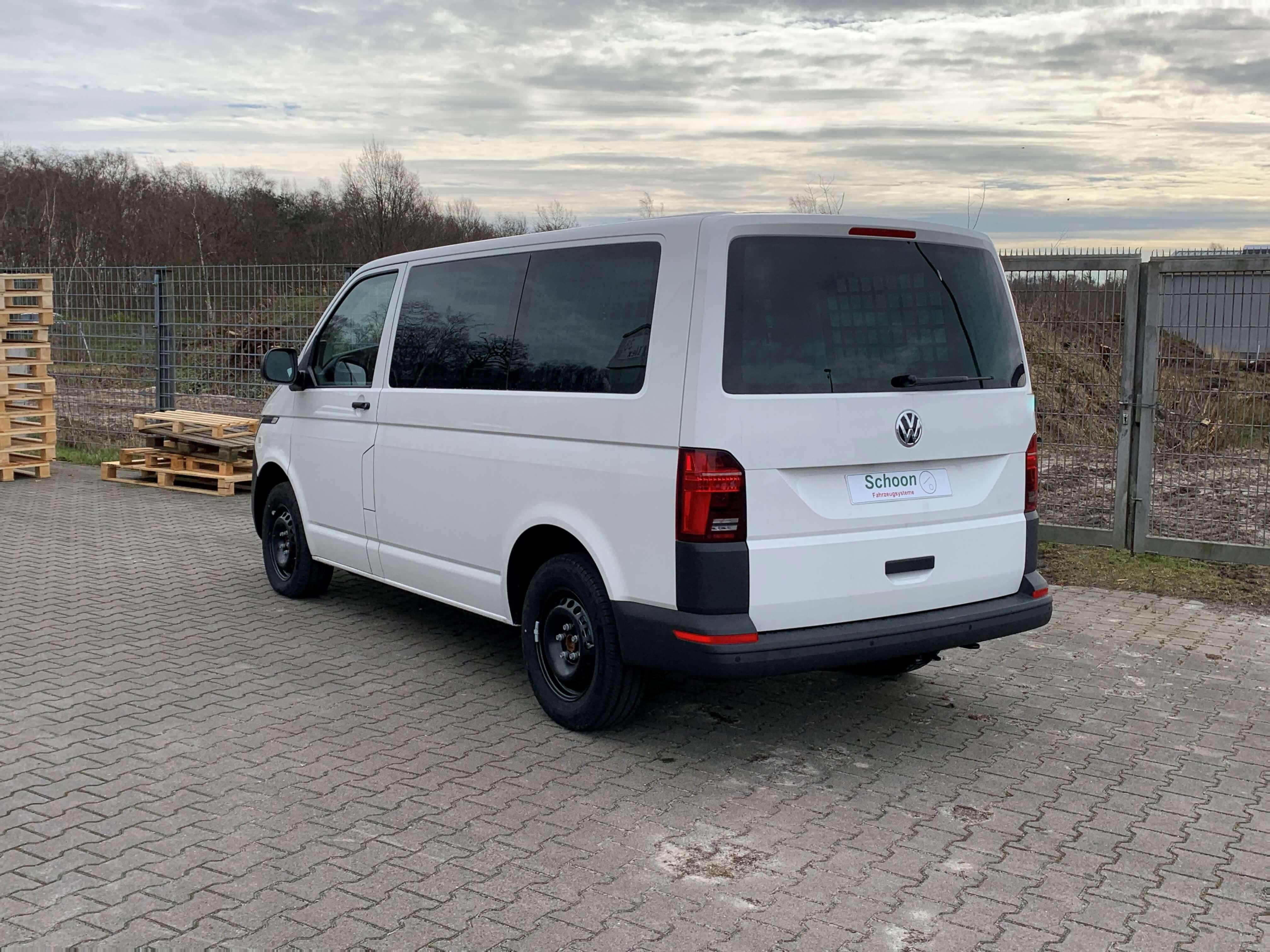 Volkswagen Transporter T6.1 Kombi mit Ausbau zum Gefangenentransporter (3)