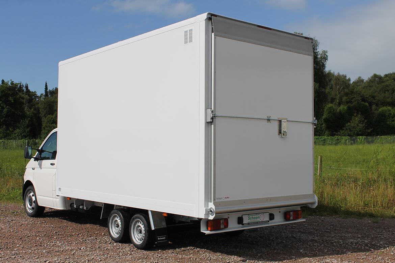 Volkswagen Transporter Zugkopf mit AL KO Chassis und Schoon Kofferaufbau mit einer Laderampe, Laderaumbeleuchtung (2)
