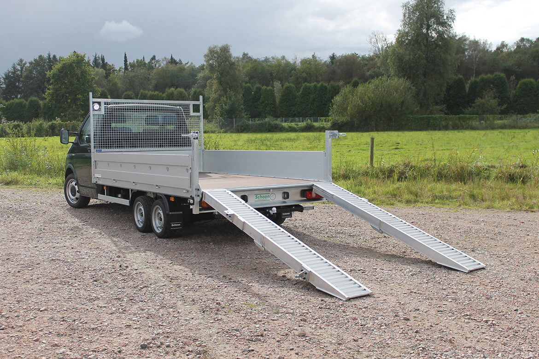 Volkswagen Transporter Zugkopf mit AL KO Chassis und Schoon Pritsche, Rampen, Stirnwandgitter und Arbeitsscheinwerfer (3)