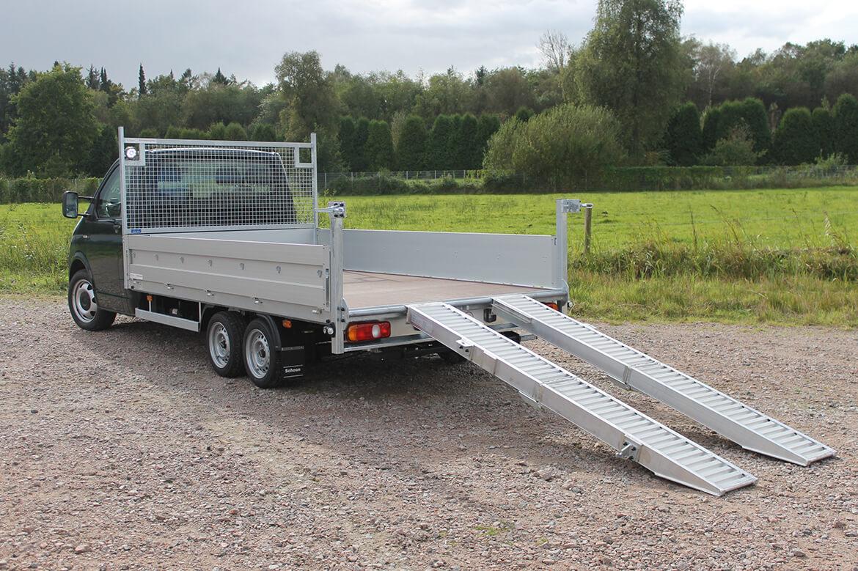 Volkswagen Transporter Zugkopf mit AL KO Chassis und Schoon Pritsche, Rampen, Stirnwandgitter und Arbeitsscheinwerfer (4)