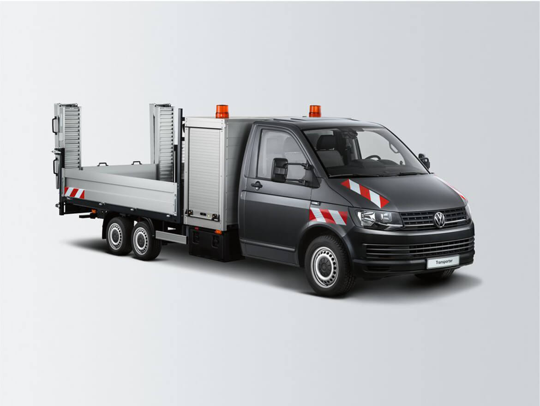 Volkswagen Transporter Zugkopf mit AL KO Chassis und Schoon Pritsche, Werkzeug und Gerätekasten, Rampen, Stirnwandgitter und Beleuchtungselemente (4)