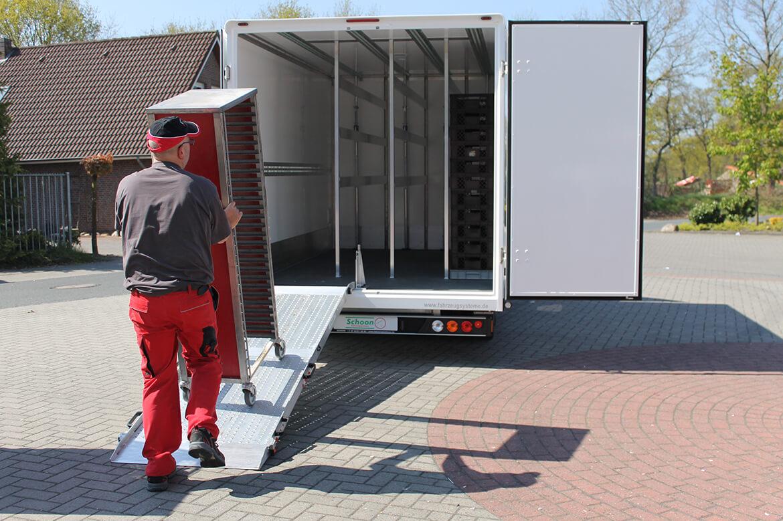 Volkswagen Transporter mit Tiefrahmen Chassis und Schoon Koffer für Backwarentranport oder Blumen (2)